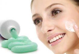 Bất ngờ với công dụng trị mụn của kem đánh răng